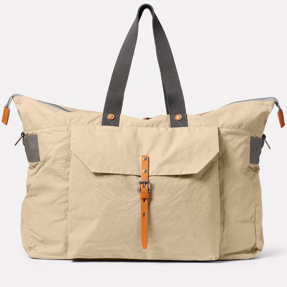 Freddie Waxed Cotton Holdall in Putty