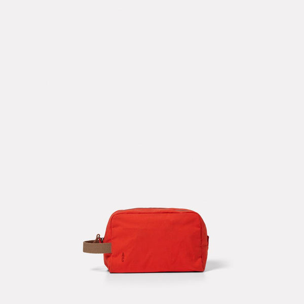 AC_AW18_WEB_WAXED_COTTON_WASHBAG_SIMON_FLAME_ORANGE_01