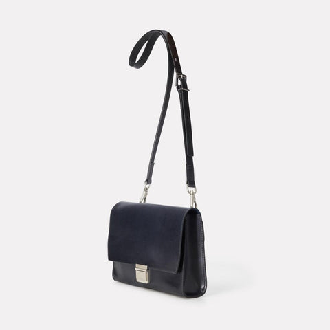 AC_AW18_WEB_WOMENS_MARLOW_CROSSBODY_SIMONE_LARGE_NAVY_02