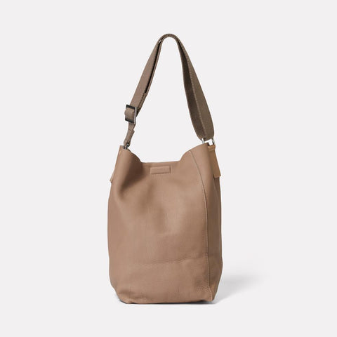 AC_AW18_WEB_WOMENS_ROCHELLE_BUCKET_BAG_VIVIENNE_TAUPE_01