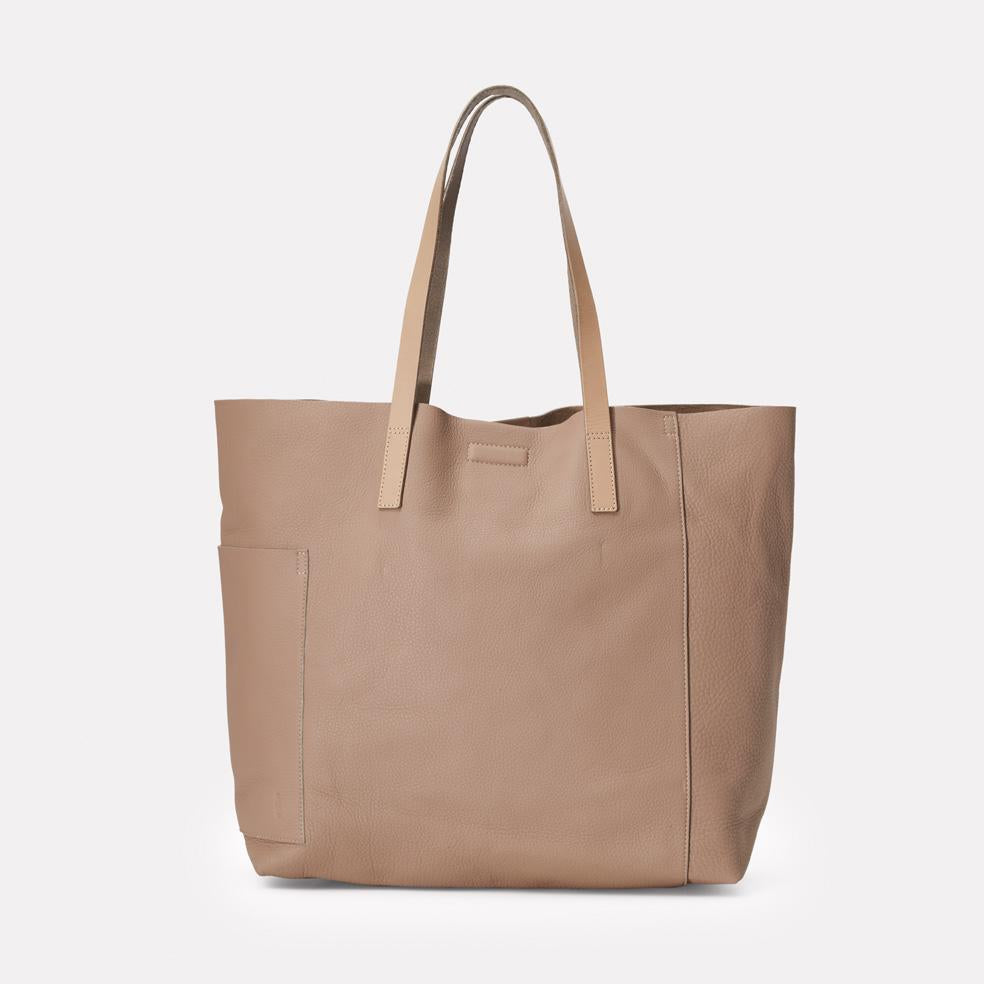 AC_AW18_WEB_WOMENS_ROCHELLE_TOTE_POMEROY_TAUPE_01