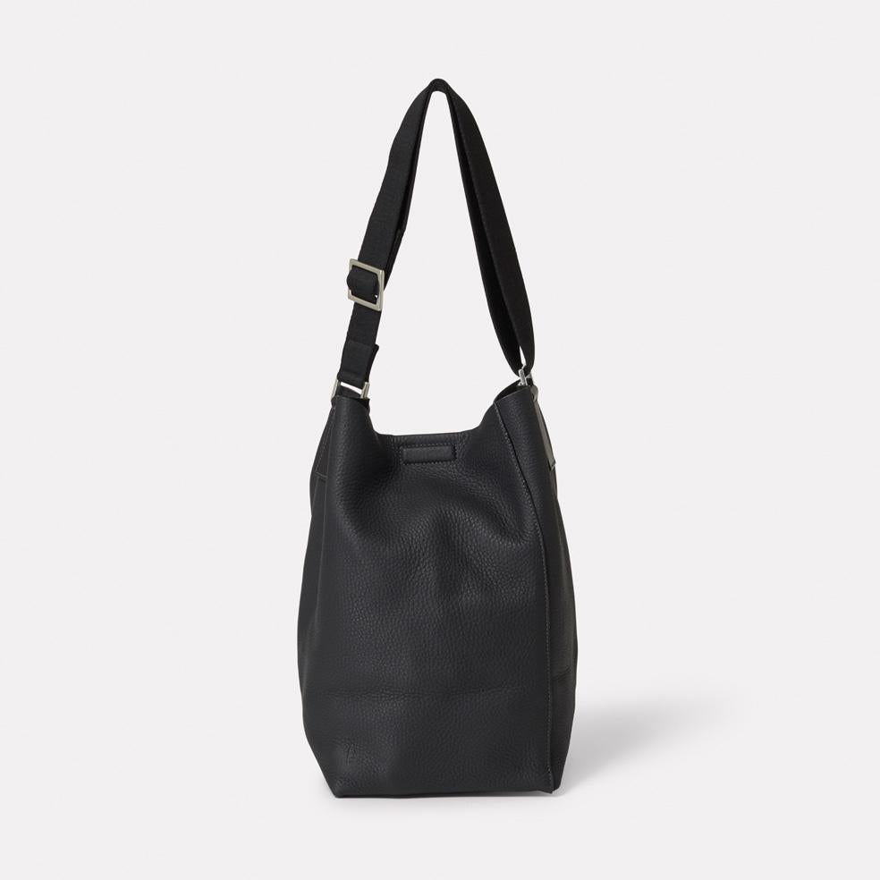 Vivienne Rochelle Leather Bucket Bag in Black