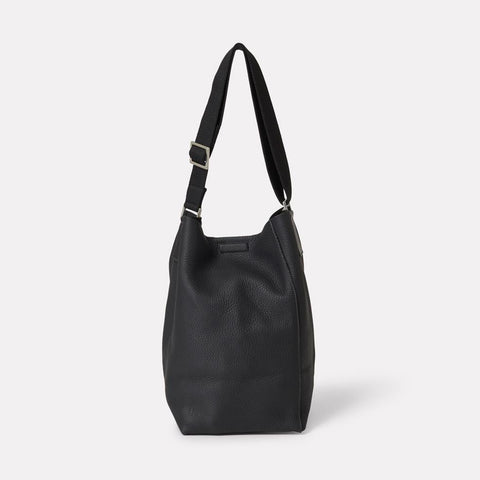 AC_AW18_WEB_WOMENS_ROCHELLE_BUCKET_BAG_VIVIENNE_BLACK_01