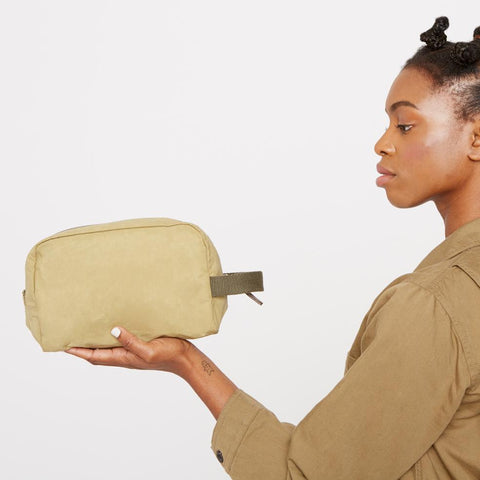 Mini Simon Waxed Cotton Washbag in Gooseberry