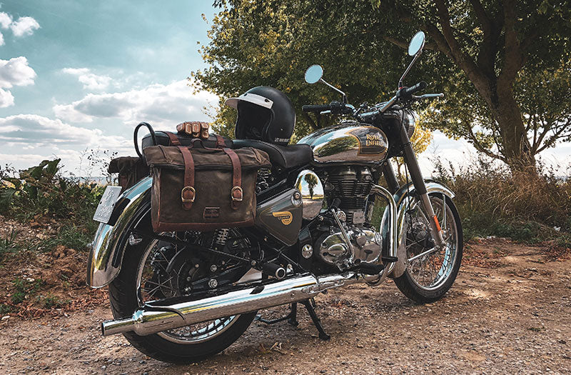 Soft saddlebags on Royal Enfield Classic 500.