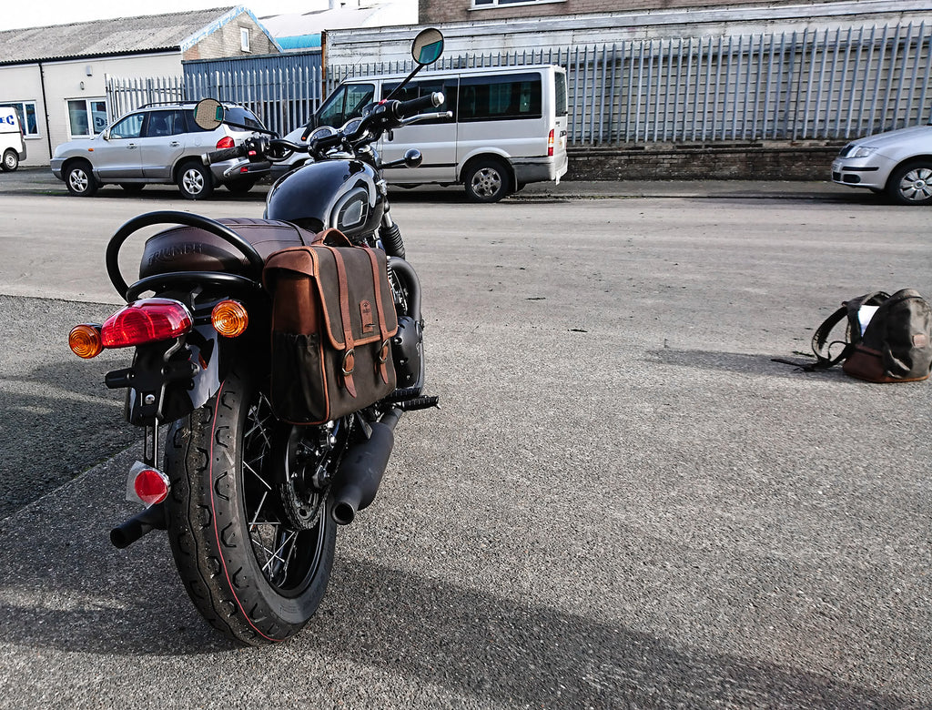 Retro saddlebag fitted on a Bonneville T120.