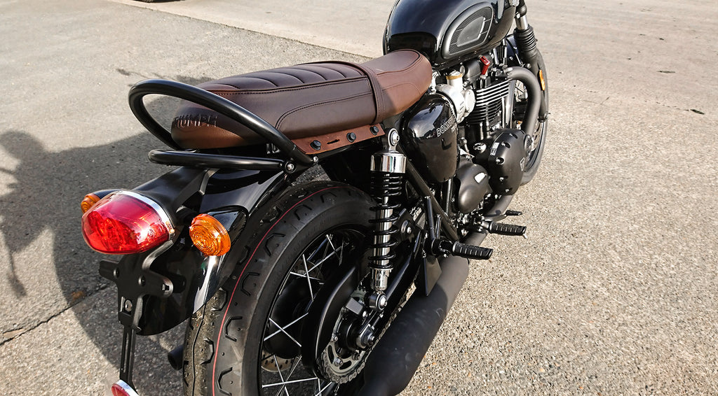 Leather luggage support fitted on Bonneville T120 black.