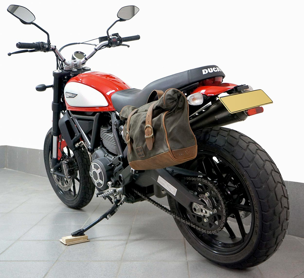 Saddlebag on red ducati scrambler.