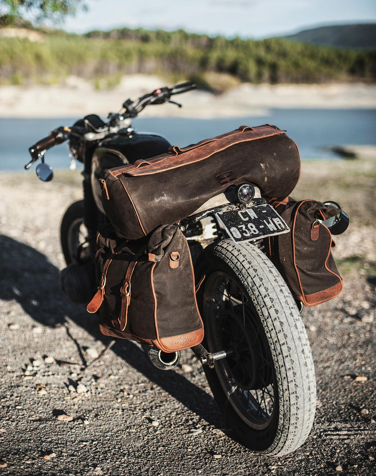 Vintage luggage for BMW R75.