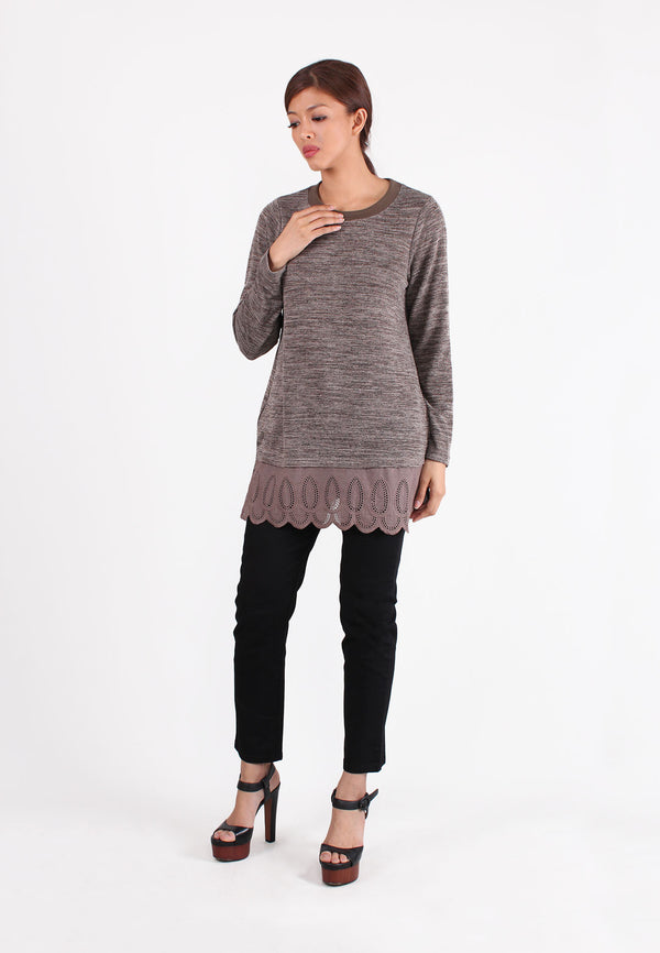 VOIR Exchange Bottom Lace Patch Knit Top