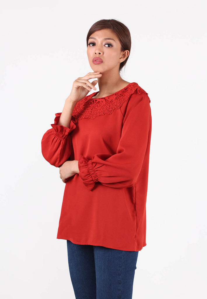 VOIR Exchange Raglan Cut Lace Collar Blouse