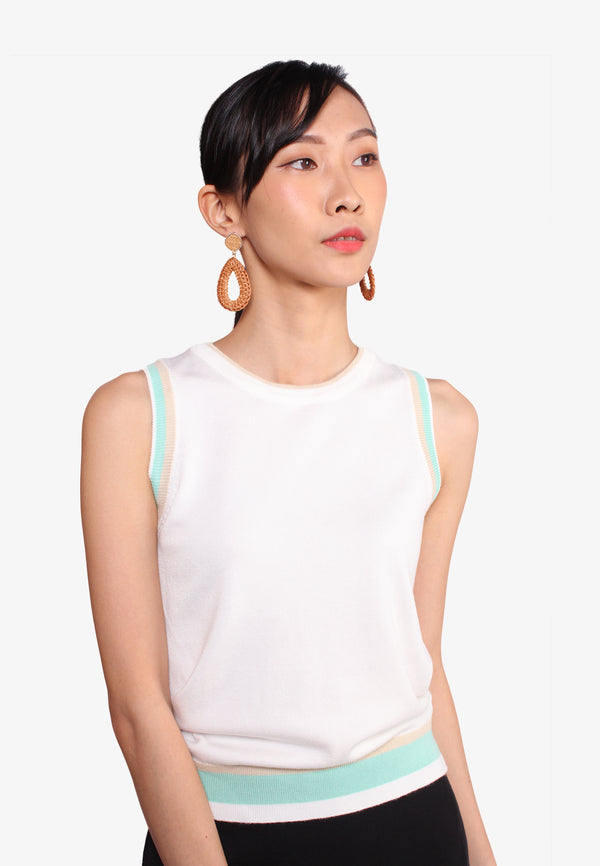 SODA Sleeveless Yarn Knit Top