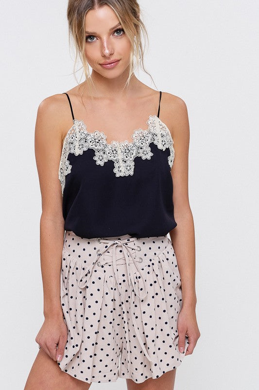 TEXTURED CAMISOLE WITH FLORAL CROCHET LACE