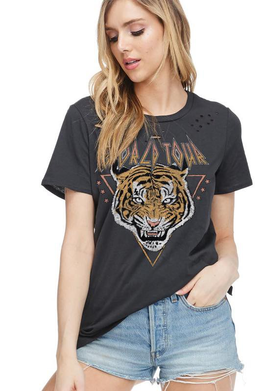WORLD TOUR TIGER DISTRESSED GRAPHIC TOP
