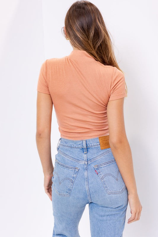SHORT SLEEVE FRONT RUCHED DETAIL CROP TOP