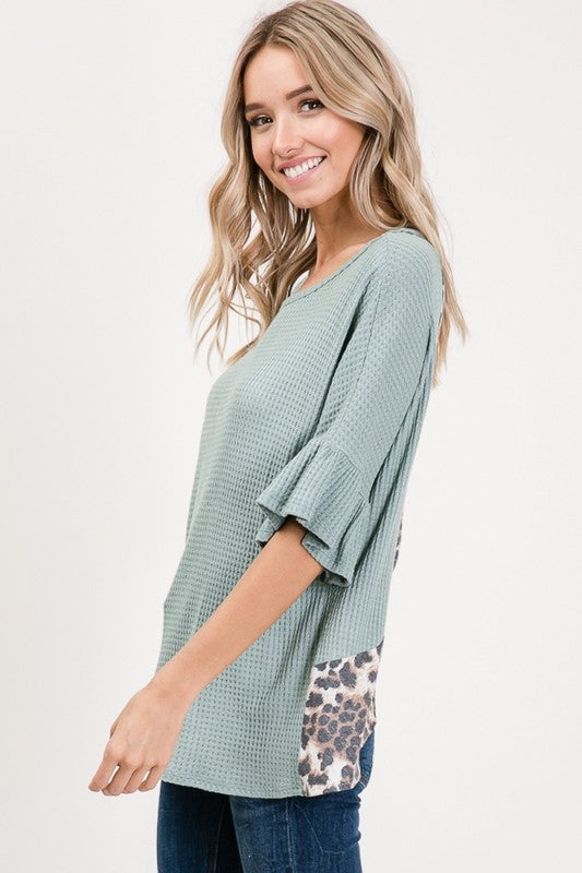 ANIMAL PRINT ACCENT OPEN BACK RUFFLE SLEEVE TOP