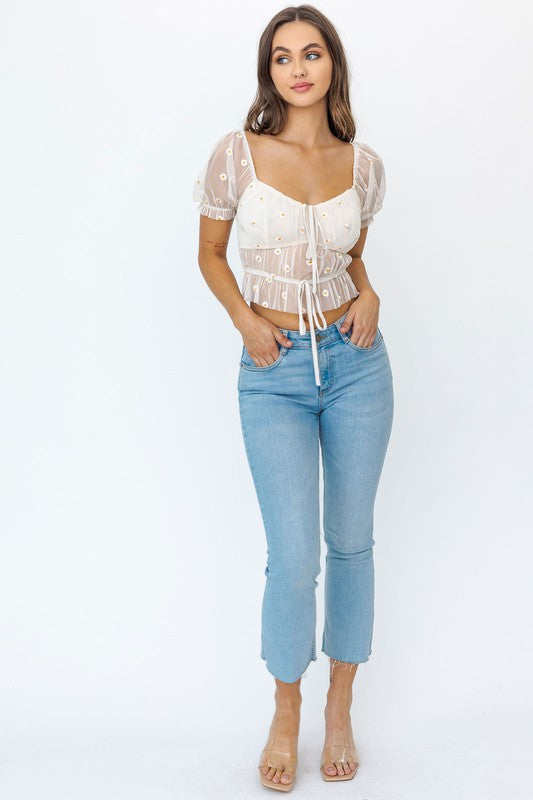 SHORT SLEEVE RUCHED EMBROIDERY CROP TOP
