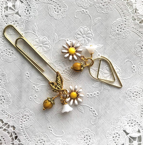 Daisy Dangle Clip Charm , Travelers Notebook Bookmark, Travelers Notebook Accessories, TN Charms, TN Accessories