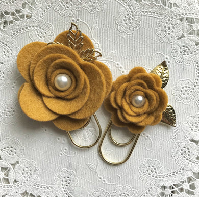Old Gold Felt Flower Paper Clip Set, Travelers Notebook Bookmark, Travelers Notebook Accessories, TN Charms, TN Accessorie