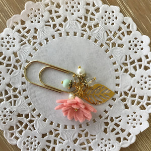 Tropical Vibes Dangle clip in Cameo Pink