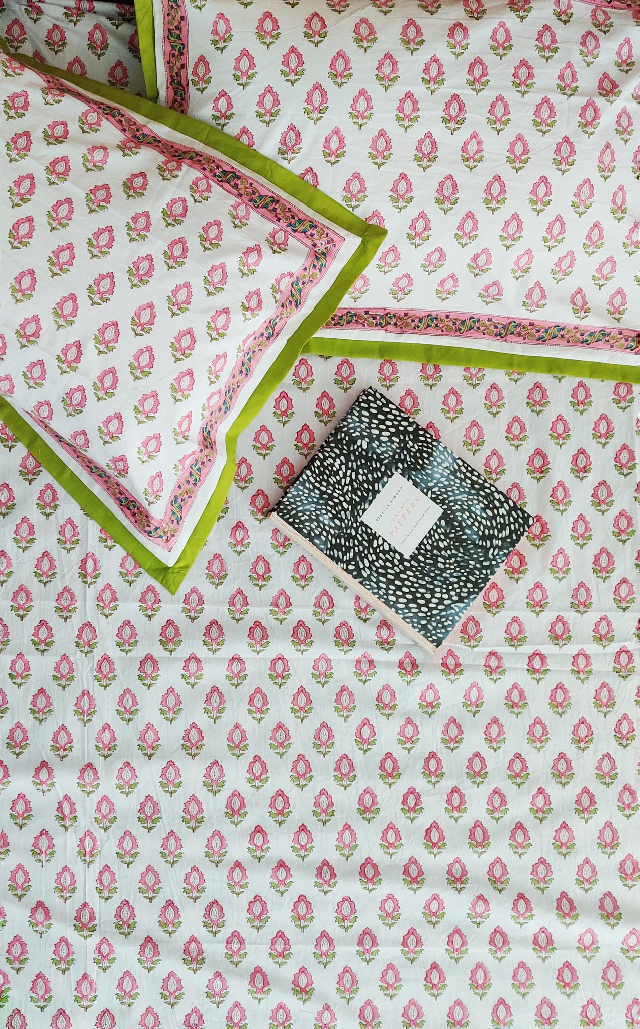 Block print bed sheet and pillow cases - Boho pink and green bedsheet set- Double bed size - 108x108 inches - King bedsheet