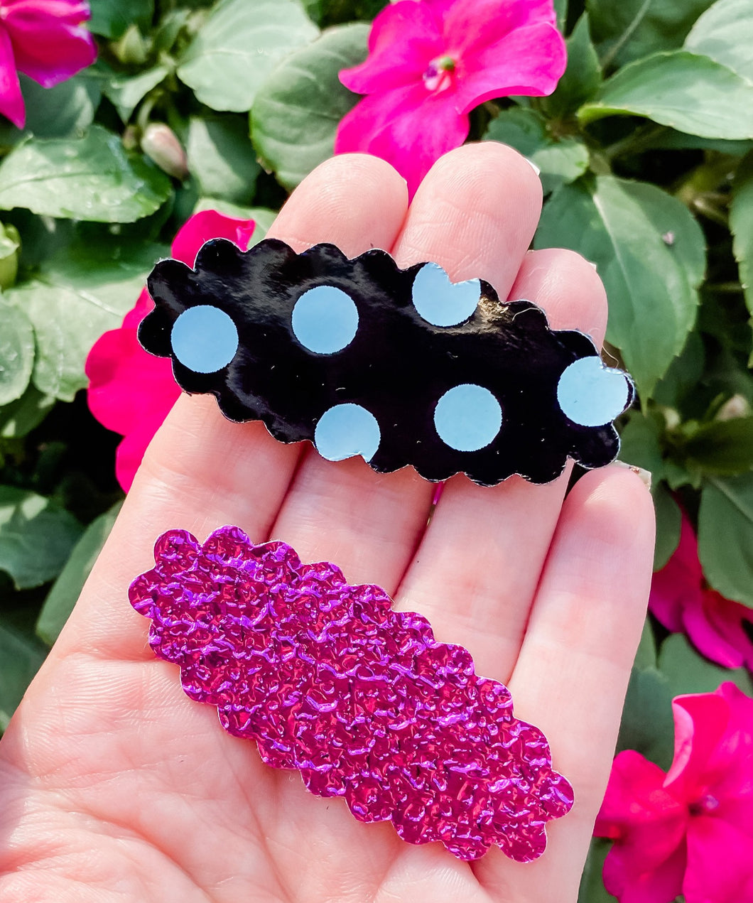 Scalloped SET OF 2 Snap Clips