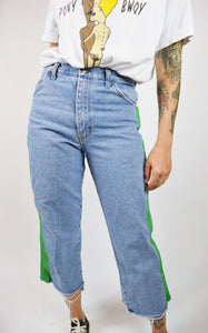 90S LIME ACCENT MOM JEANS