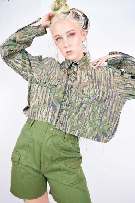 CROPPED VTG CAMO SHIRT - MEDIUM