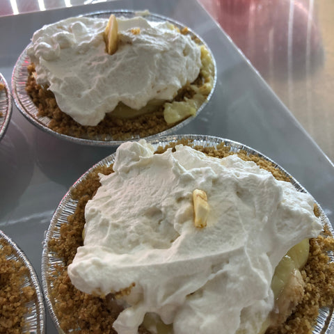 Banana cream mini pies