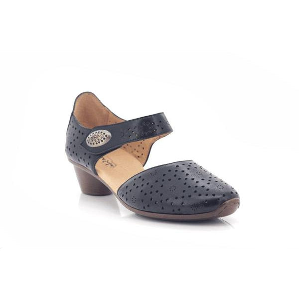 R07-BellaSiba-Shumaker Shoes