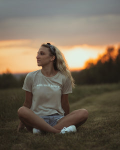 wild.local.honey.  crop tee - heather dust