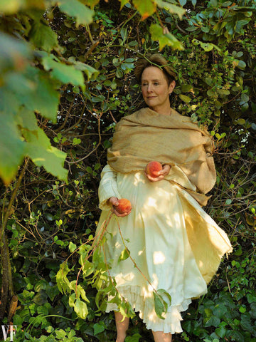 alice waters with peaches