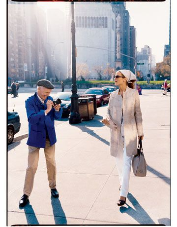 bill cunningham photographing a model