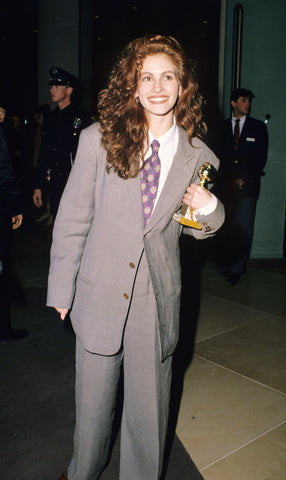 julia roberts in a gray suit