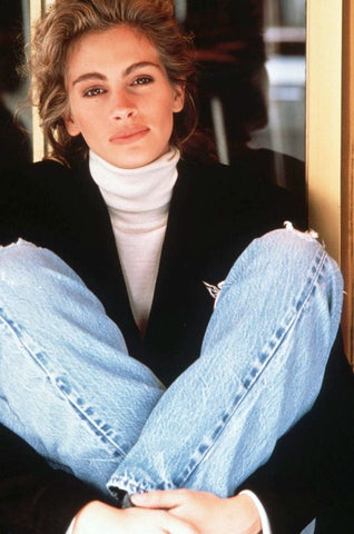 julia roberts in white turtleneck jeans and blazer