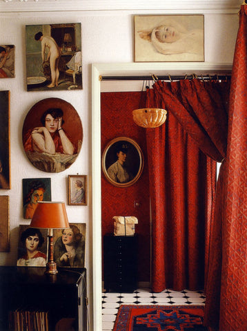 red walls with portraits