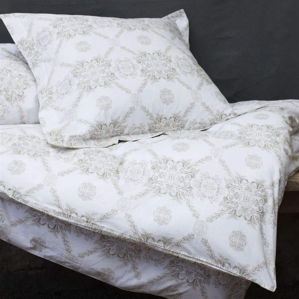Pretty Medallion Bedding - elsie green