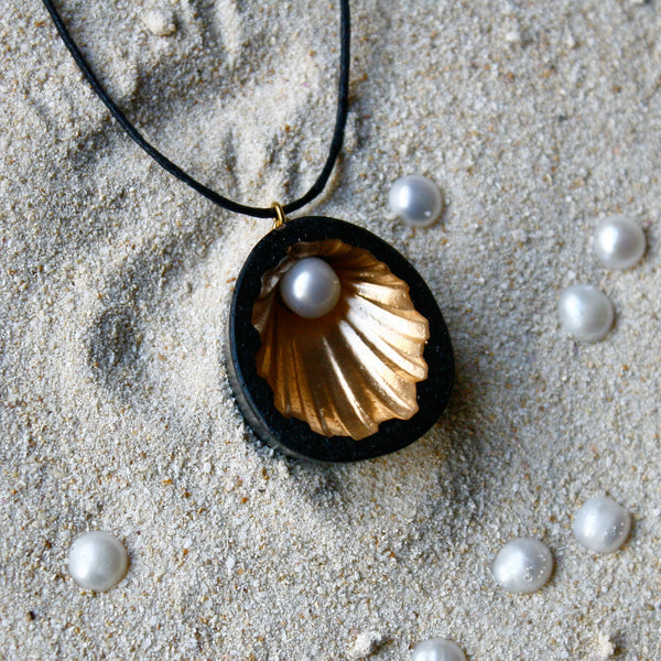 Nacre Collection - Cockle Necklace