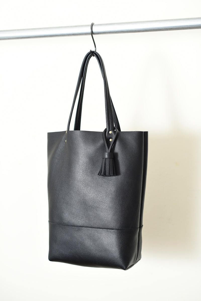 handmade black leather tote 862
