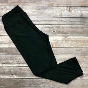 Solid Black Yoga CAPRIS