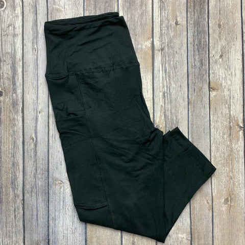 Solid Black POCKET Capris!