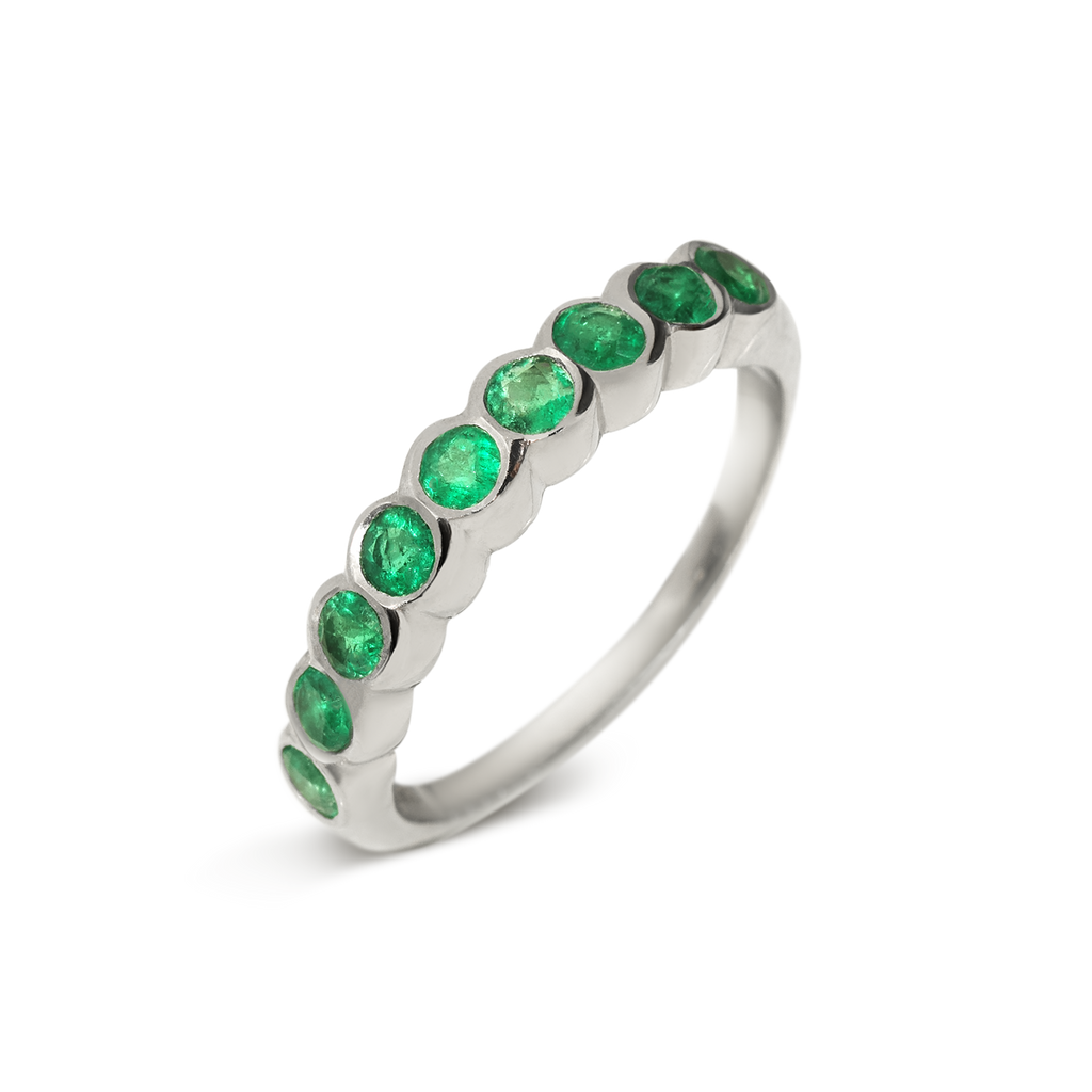 Passion Emerald Infinity Ring | 18k White Gold | 9 Stones