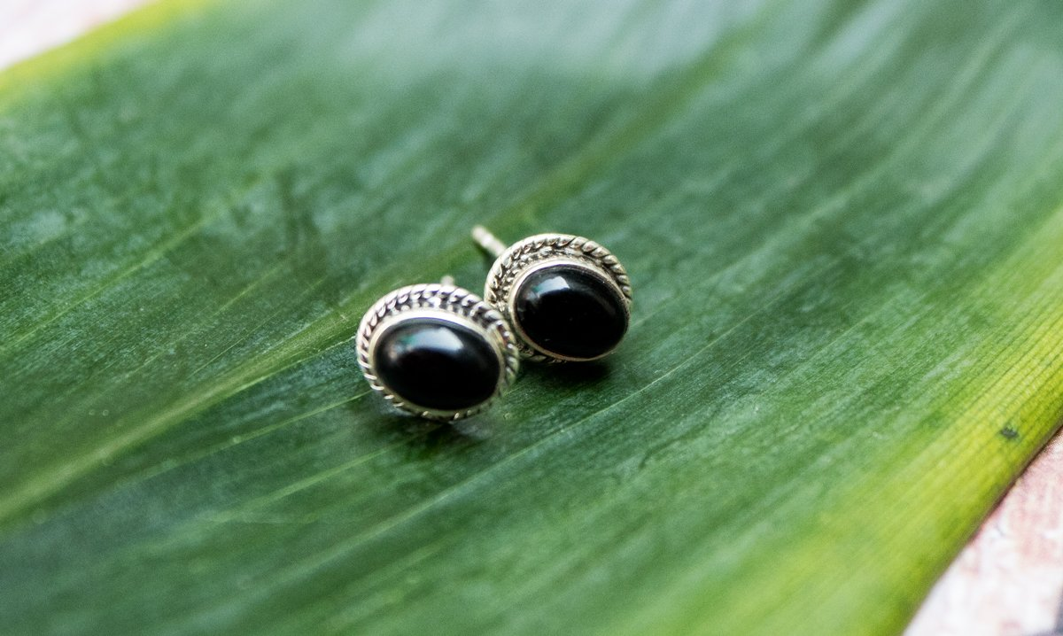 Handmade Oval Shaped Black Onyx Earrings AE-1023 - Its Ambra