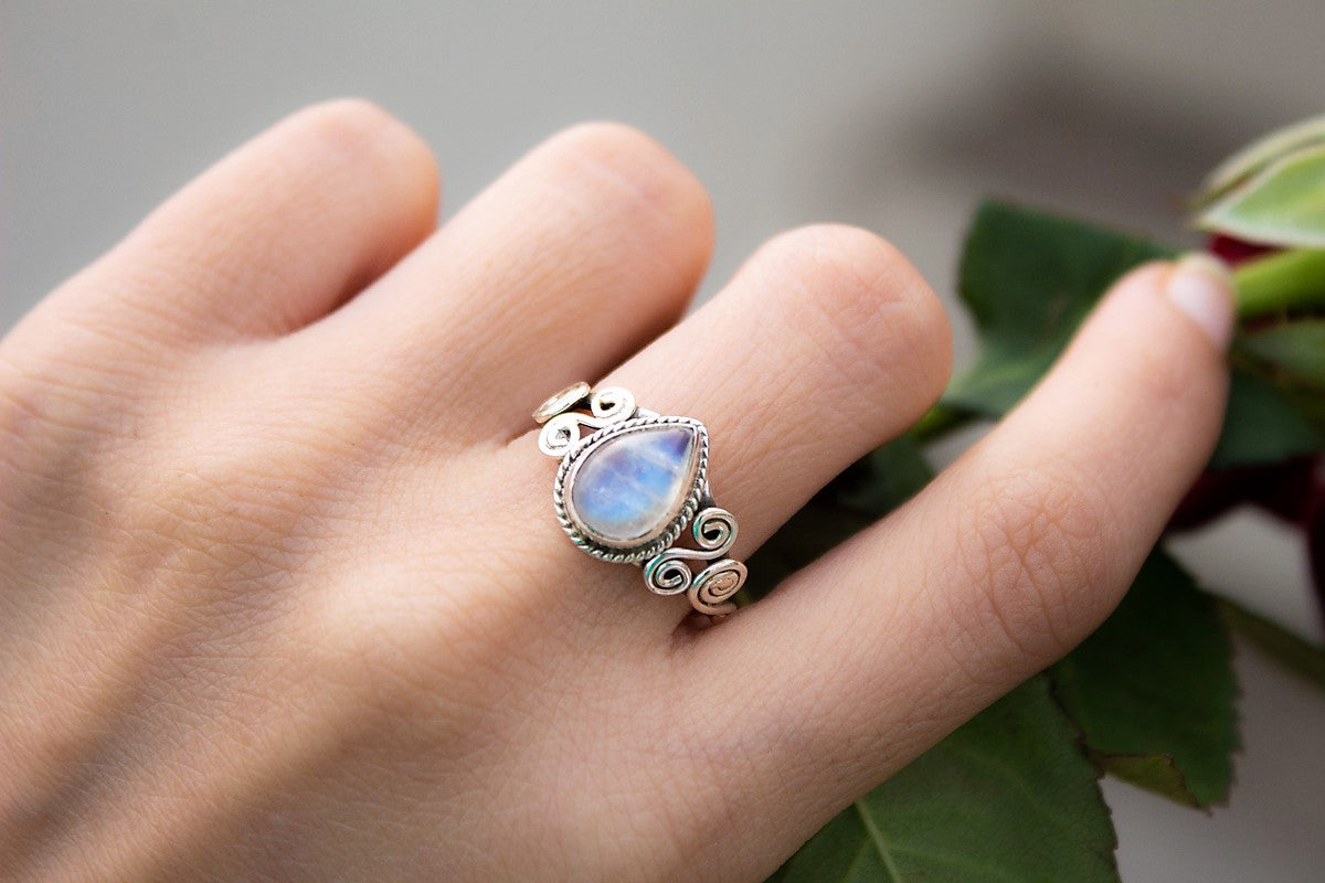 Rainbow Moonstone Artisan Ring//Taille 5.75//925 Sterling Silver