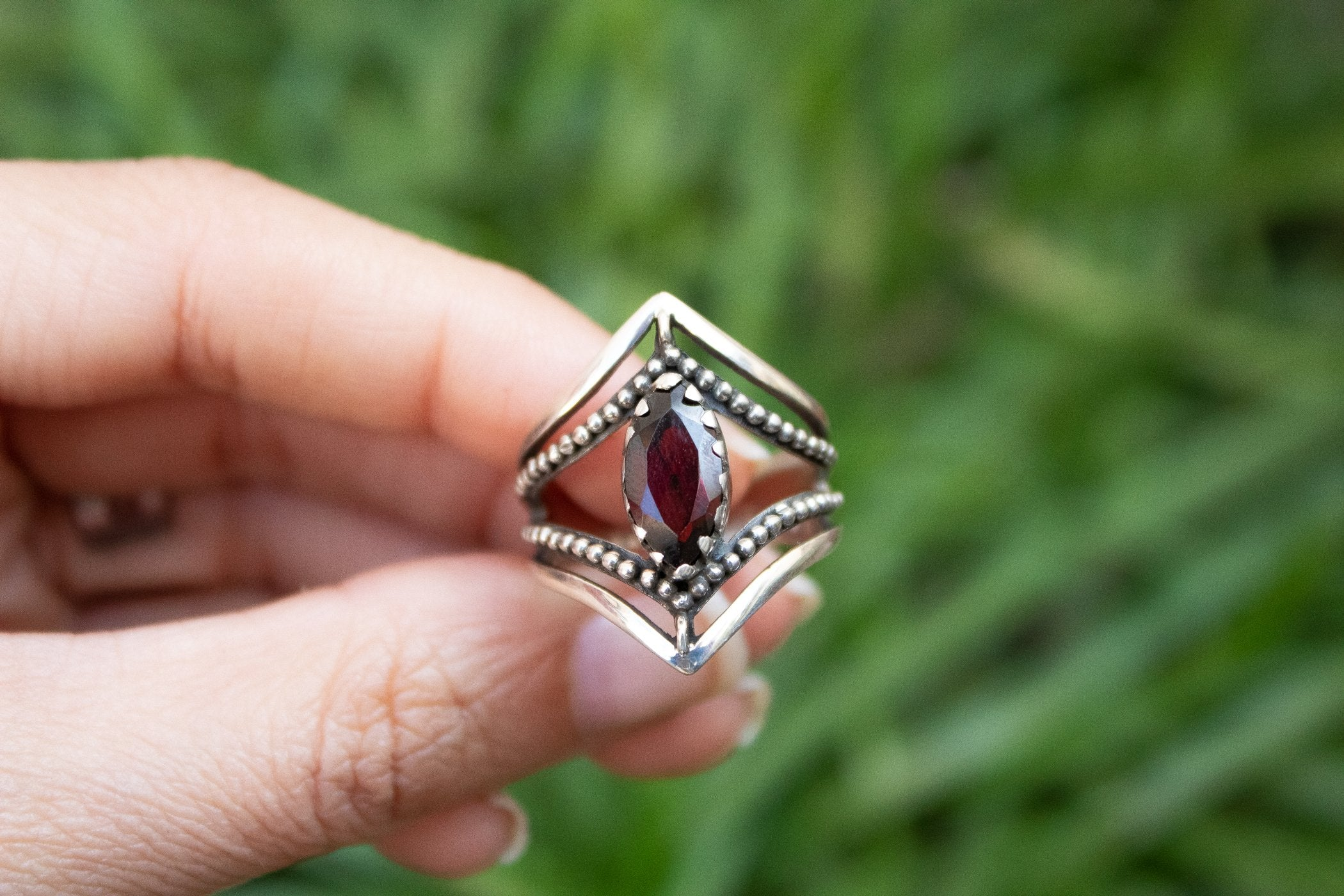 Dual Chevron Band 925 Sterling Silver Garnet Ring AR-2036 - Its Ambra