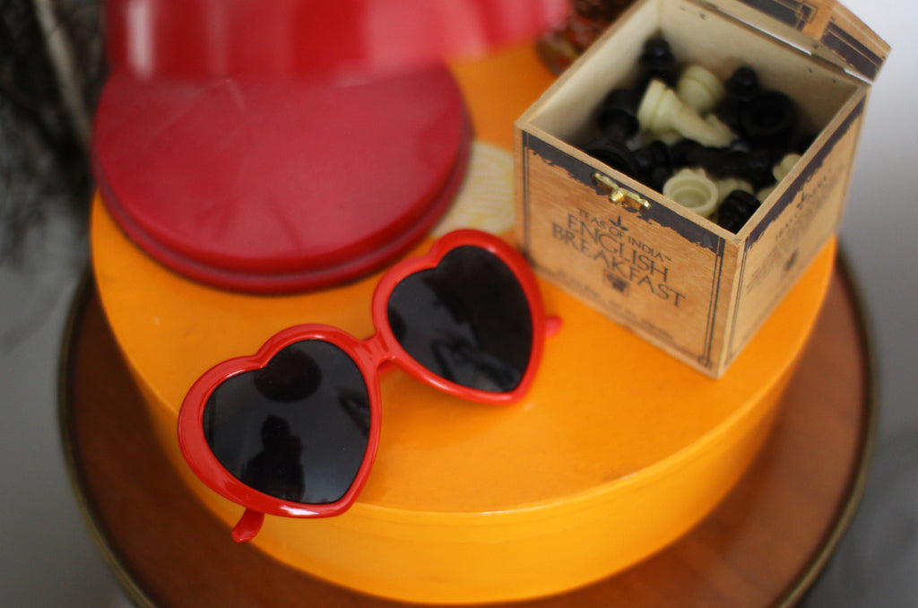 Sundown Chat Juliette Heart Glasses Chess Pieces
