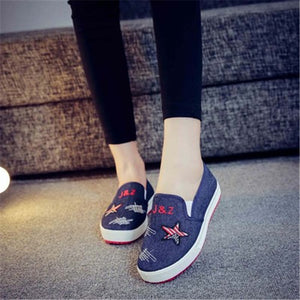 Flat casual canvas shoes
