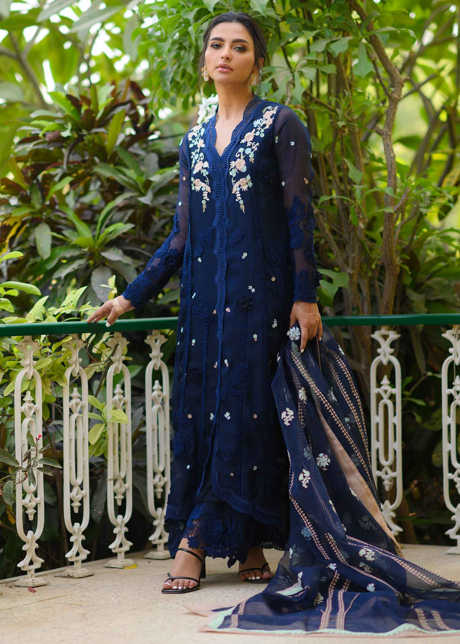EMBROIDERED HIGH-LOW KURTA WITH LACE DETAILS