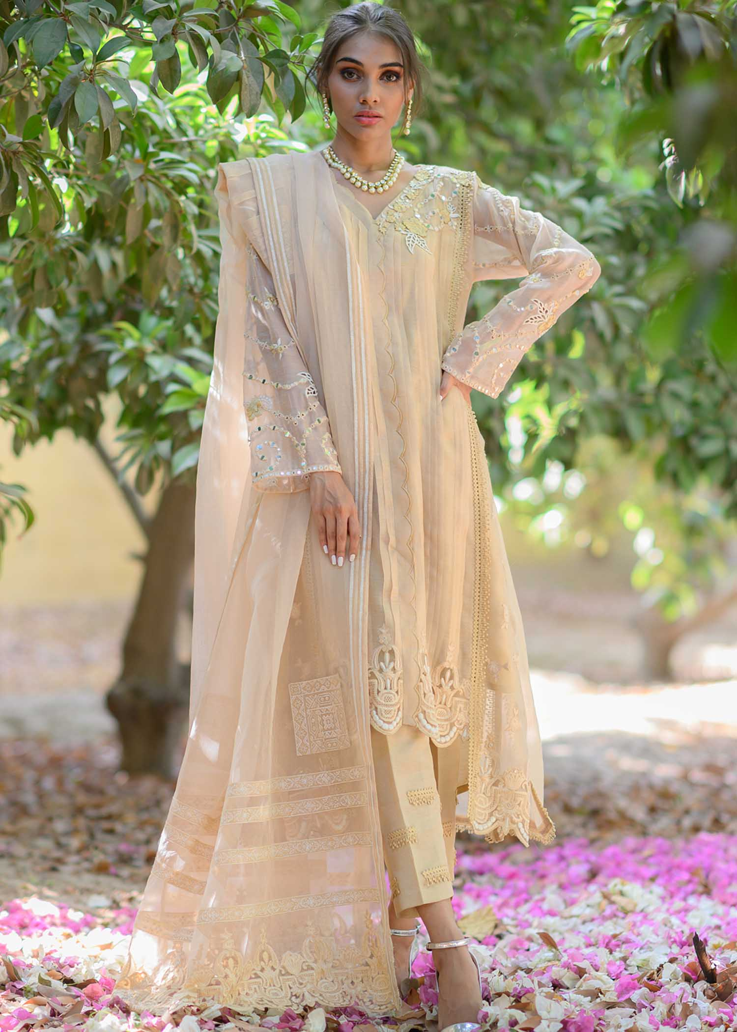 Stitching detailed kurta with embroidered sleeves