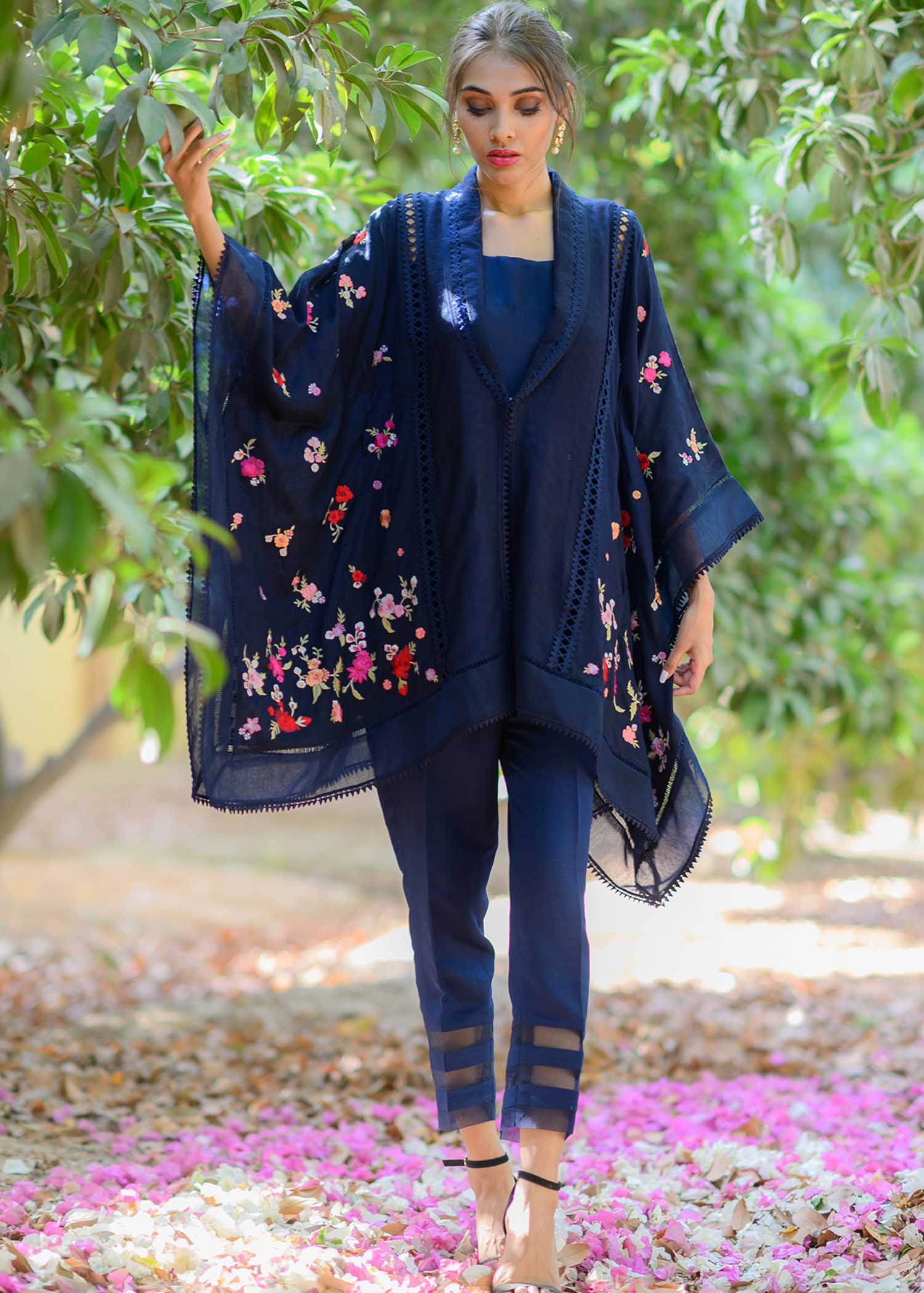 Corner dropping embossed cotton net cape